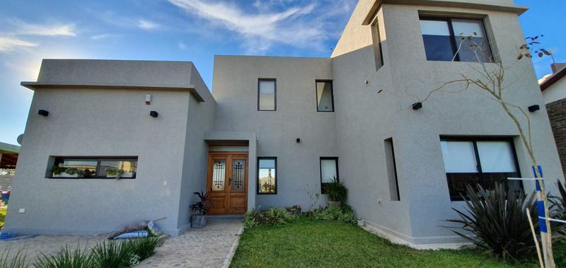 Foto Casa en Venta en  Funes,  Rosario      CANTEGRIL - FUNES