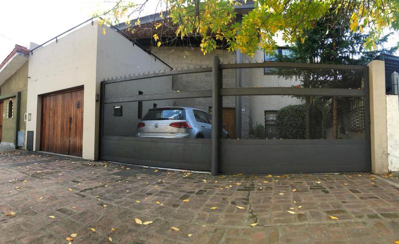 Foto Casa en Venta en  Ezeiza ,  G.B.A. Zona Sur  Arturo Illia 837