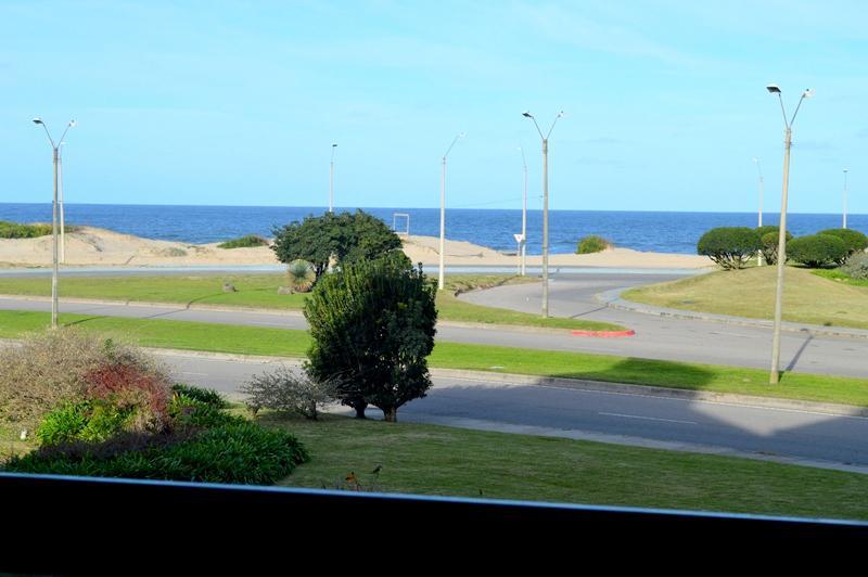 Foto Departamento en Alquiler temporario en  Playa Brava,  Punta del Este  Av. Chiverta, Brava