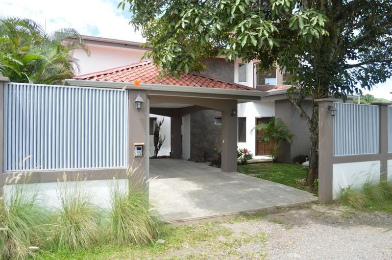 Foto Casa en Venta en  Piedades,  Santa Ana  Casa en Piedades / 600 m2 de terreno / Residencial privado