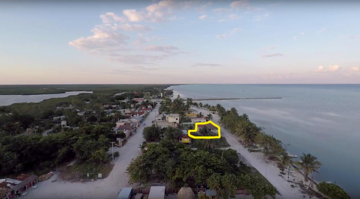 Foto Casa en Venta en  Chetumal ,  Quintana Roo  Vivienda de 5 habitaciones en Xcalak