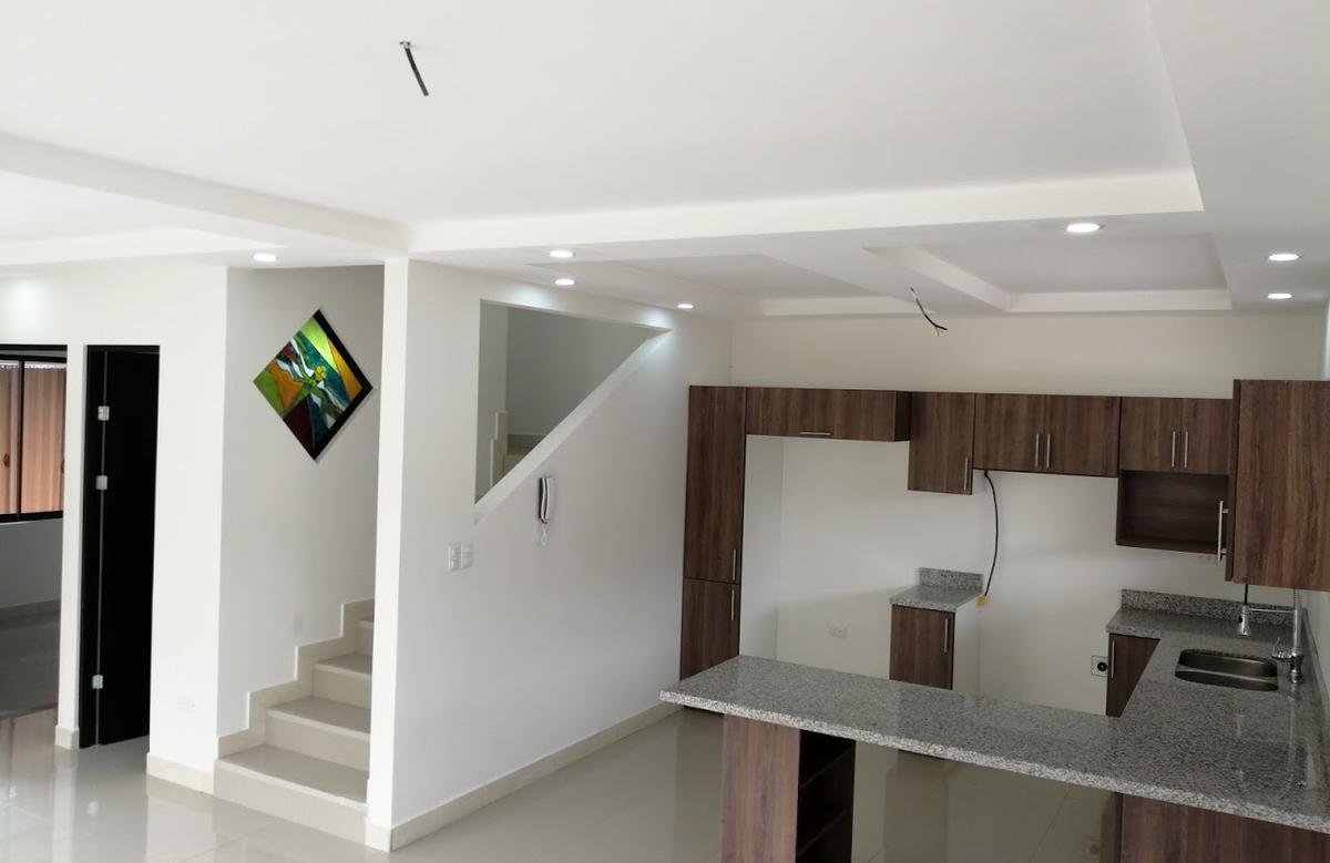 Foto Casa en Venta | Renta en  Pozos,  Santa Ana  Moderna / Jardín / Exc ubicación
