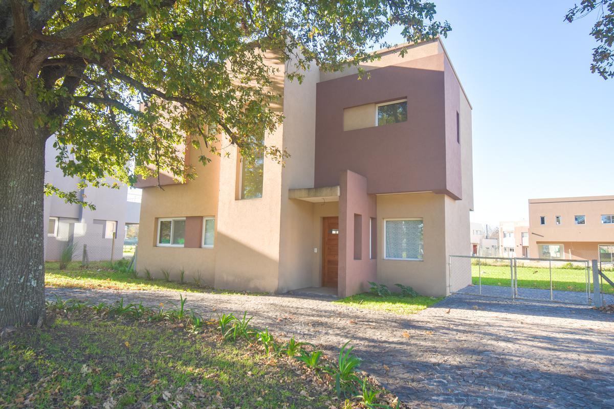Foto Casa en Venta en  Fincas de Hudson,  Countries/B.Cerrado (Berazategui)  Fincas de Huson