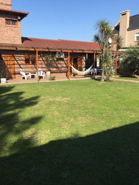 Foto Casa en Venta en  Manuel B Gonnet,  La Plata  509 n 3400