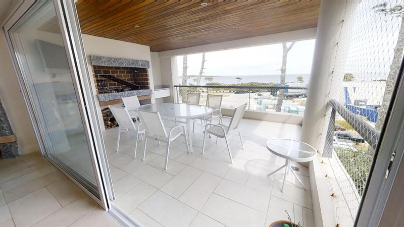 Foto Departamento en Venta en  Playa Mansa,  Punta del Este  Espectacular Apartamento a pasos de la Playa Mansa