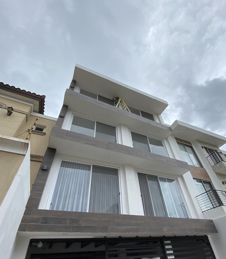 Foto Departamento en Venta en  Tegucigalpa ,  Tegucigalpa  Moderno Apartamento 3hab/3.5 baños en Lomas del Guijarro