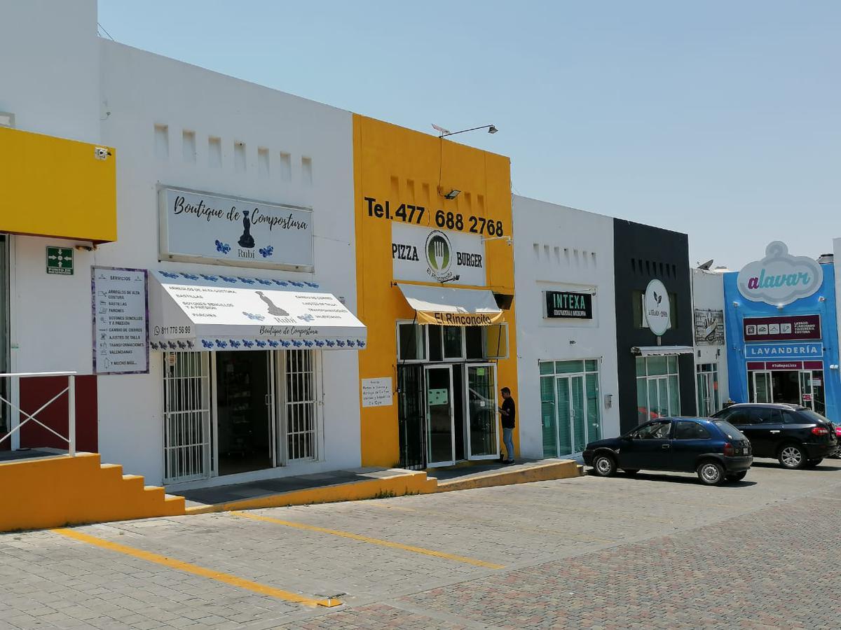 Foto Local en Venta en  El Refugio,  León  Local comercial en VENTA Plaza Lomas del Refugio, mezzanine, baño y estacionamiento