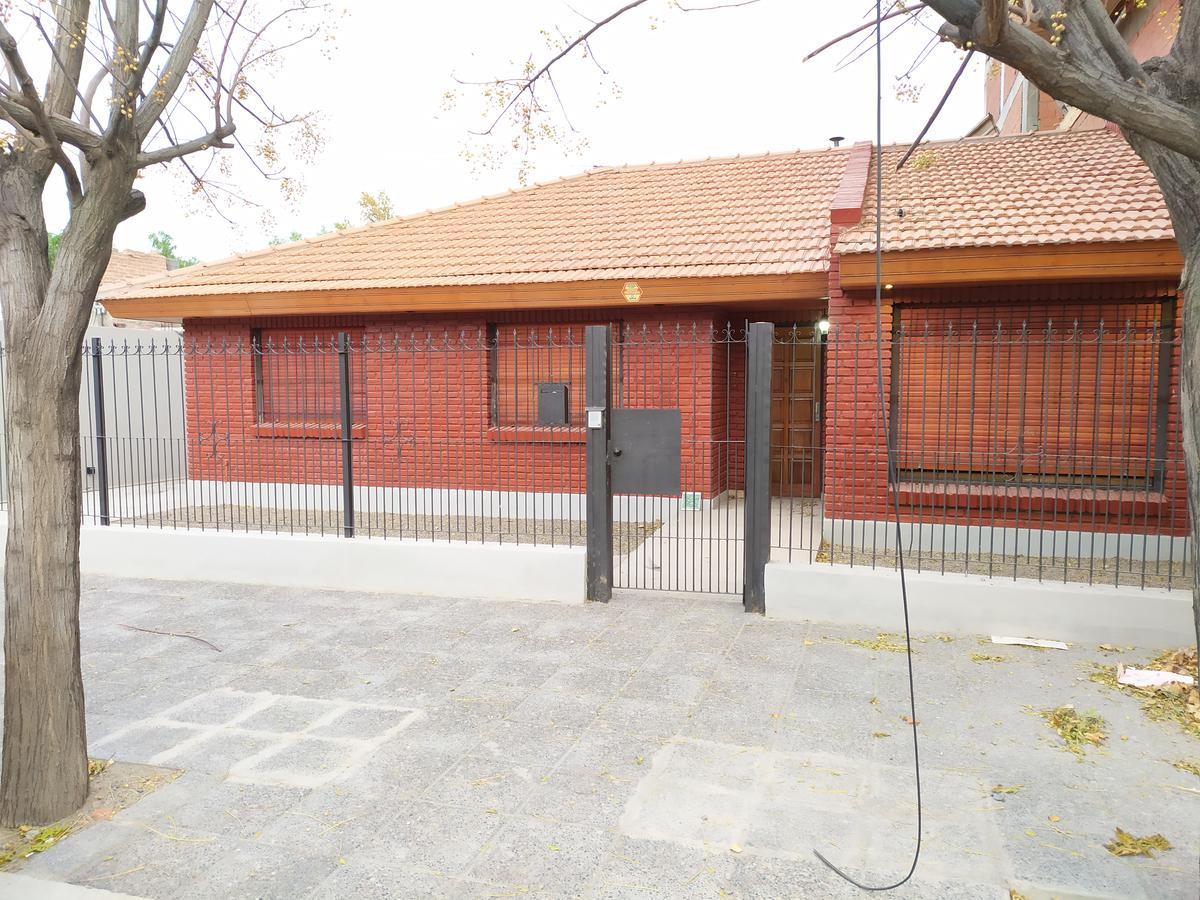 Foto Casa en Alquiler en  Capital ,  Neuquen  Avenida San Juan  al 1700