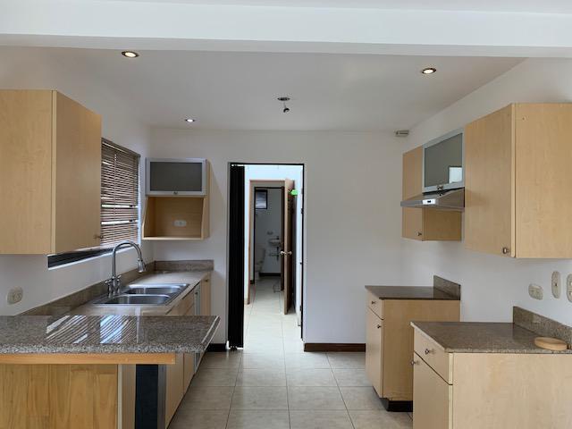 Foto Casa en condominio en Renta en  Pozos,  Santa Ana  Home  Casa en alquiler en Santa Ana/ Sala TV / Terraza