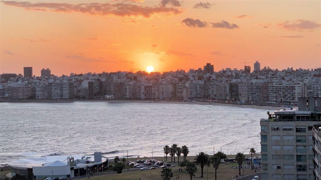 Foto Apartamento en Alquiler en  Pocitos Nuevo ,  Montevideo  Panamericano