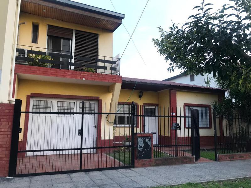 Foto Casa en Alquiler en  Lomas de Zamora Oeste,  Lomas De Zamora  Pereyra Lucena 2850