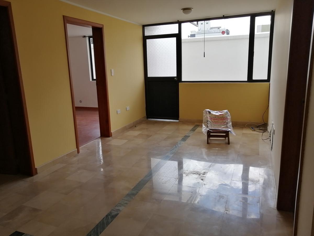Foto Departamento en Alquiler en  El Bosque,  Quito  HeRmOsO DePrTaMeNtO En ReNtA 260m2 / $800 InClUiDo CoNdOmInIo. - Sector UnIóN NaCiOnAl