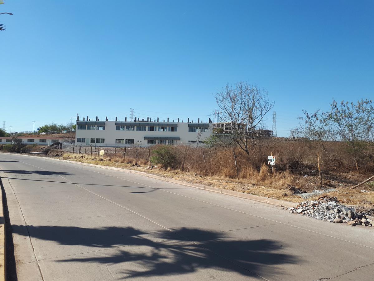 Foto Terreno en Venta en  Culiacán ,  Sinaloa  TERRENO DE 3,000M2 EN VENTA POR MALECÓN NUEVO