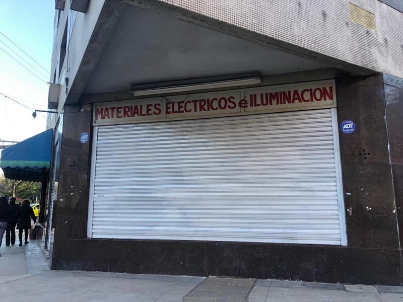 Foto Local en Alquiler en  Barracas ,  Capital Federal  Av. Regimiento de los Patricios y Pilcomayo