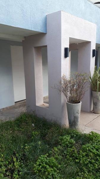 Foto Casa en Venta en  Capital ,  Neuquen  CUTRAL CO