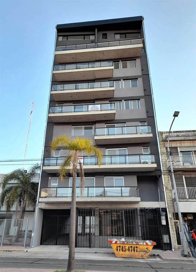 Foto Departamento en Venta en  Tigre ,  G.B.A. Zona Norte  Av. Cazón 528 7D