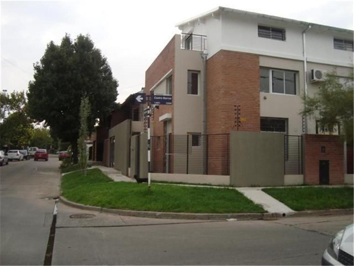Foto Casa en Venta en  Martinez,  San Isidro  castro barros al 1400