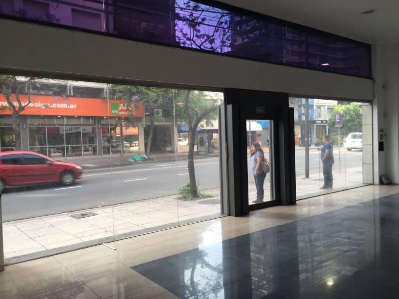 Foto Local en Alquiler en  La Lucila,  Vicente Lopez  Av. del Libertador  al 3800