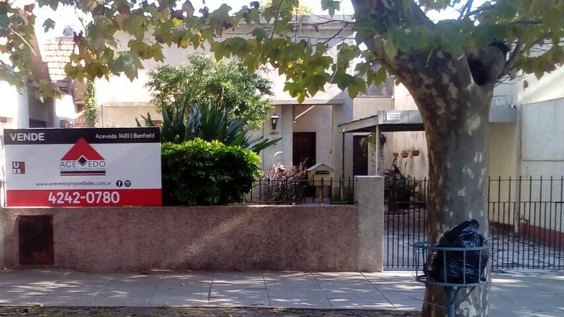 Foto Casa en Venta en  Banfield Oeste,  Banfield  San Martin al 1000