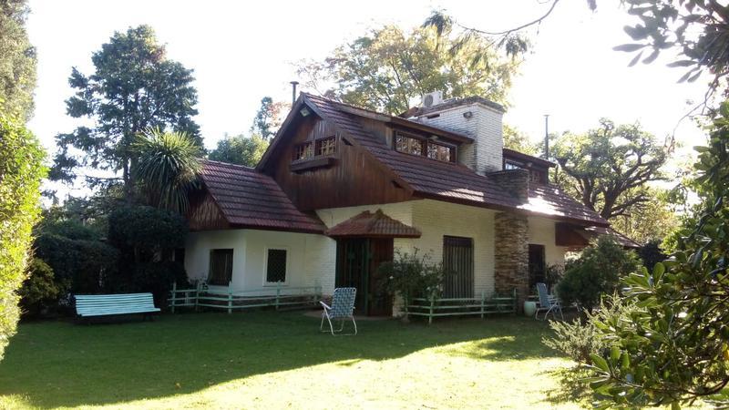 Foto Casa en Venta en  El Trébol,  La Union  Casa quinta en Los Sauces al 800 El Trebol