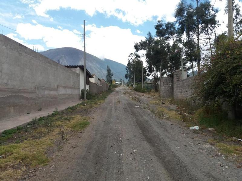 Foto Terreno en Venta en  Mitad del Mundo,  Quito  Terreno, Mitad del Mundo, vía a Calacalí, a pocos m de la Av. Córdova