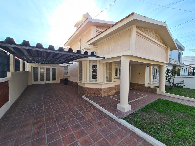 Foto Casa en Venta en  Jardin,  Cordoba Capital  Bº Jardin - Casa en Venta - 3 Dormitorios