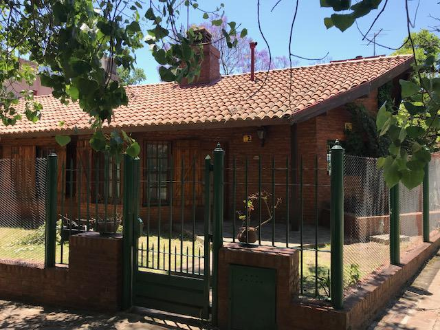 Foto Casa en Venta en  Adrogue,  Almirante Brown  Erezcano al 100