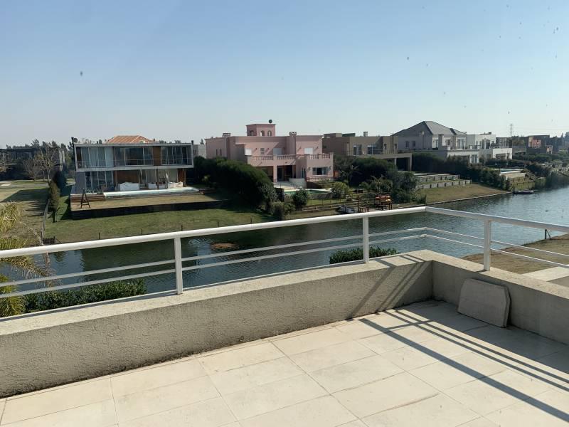 Foto Casa en Venta en  Lagos del Golf,  Nordelta  Lagos del Golf casa racionalista a estrenar