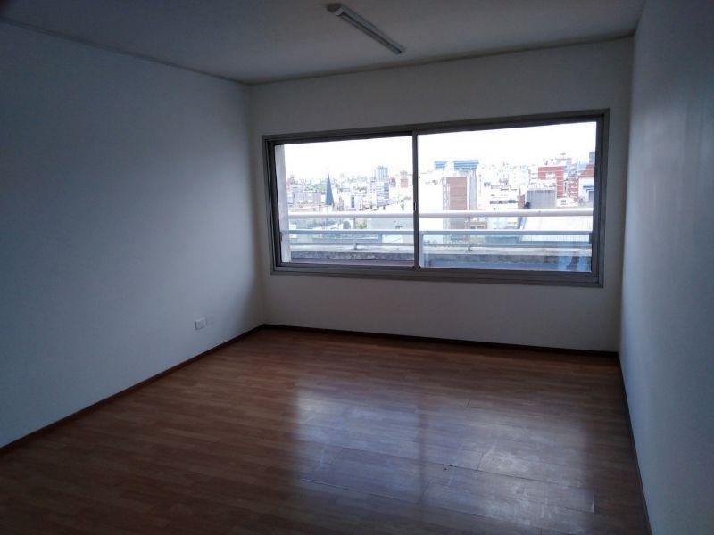 Foto Oficina en Venta en  Centro (Montevideo),  Montevideo  Yaguaron  1400