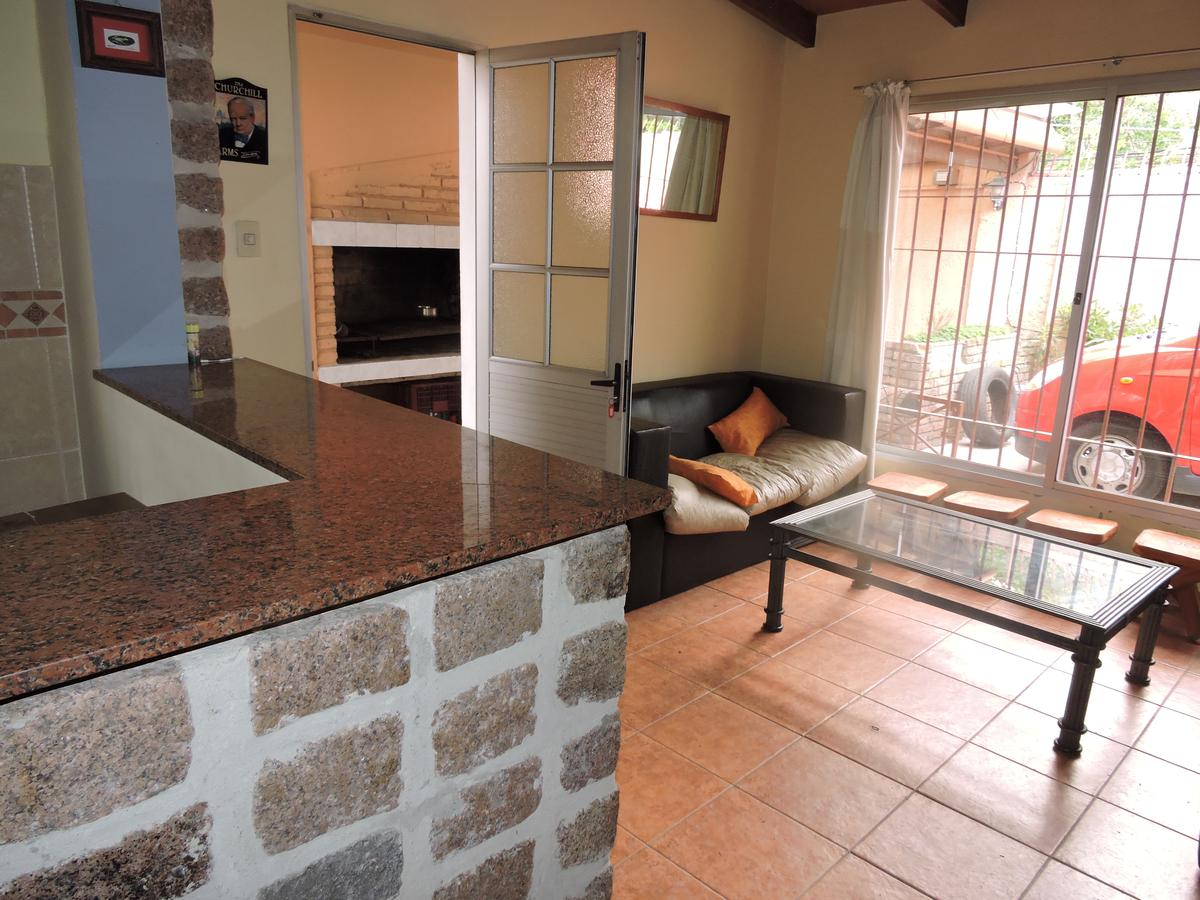 Foto Casa en Venta en  Aires Puros ,  Montevideo  Casa 3 dormitorios y barbacoa (o apartamento 1 dormitorio) - Aires Puros