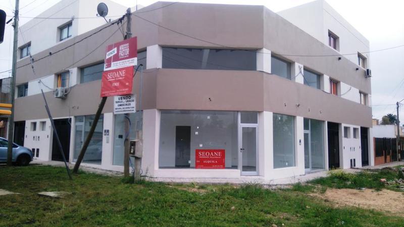 Foto Local en Alquiler en  La Plata ,  G.B.A. Zona Sur  120 esquina 84