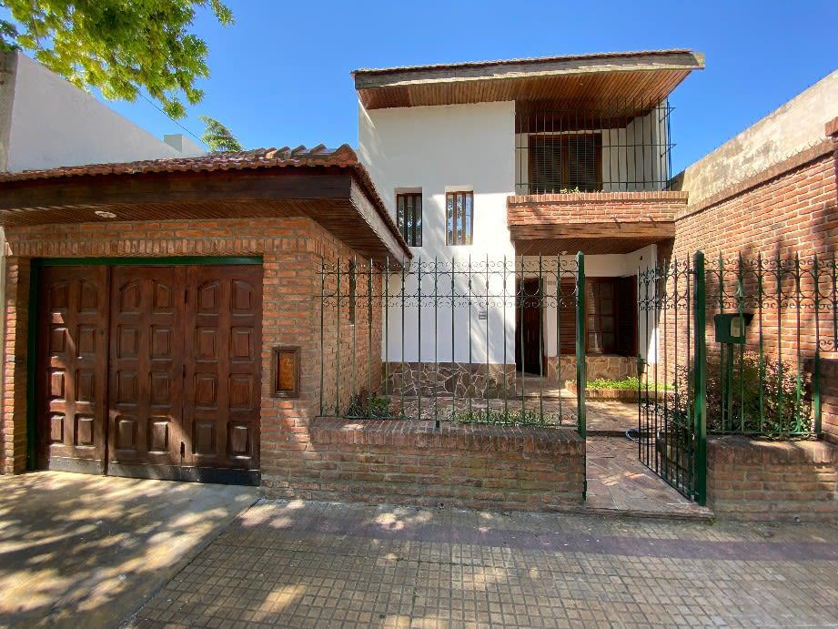 Foto Casa en Venta en  La Plata ,  G.B.A. Zona Sur  26 E/34 y 35