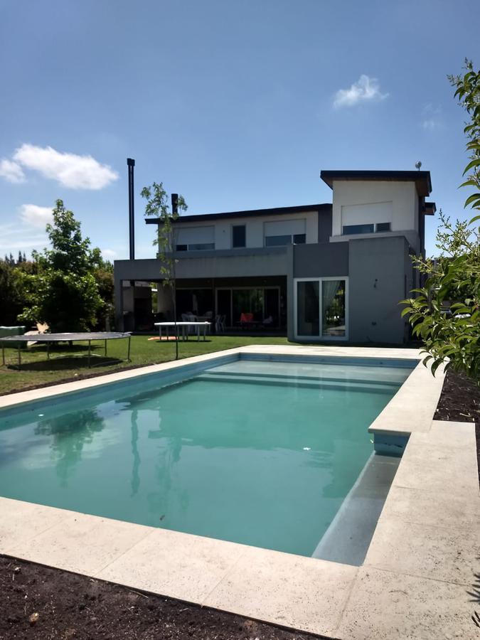 Foto Casa en Alquiler en  Santa Teresa,  Villanueva  Alquiler casa 3 dorm. c dpcia. y piscina  Villanueva S Teresa - Tigre Dean Funes al 3700