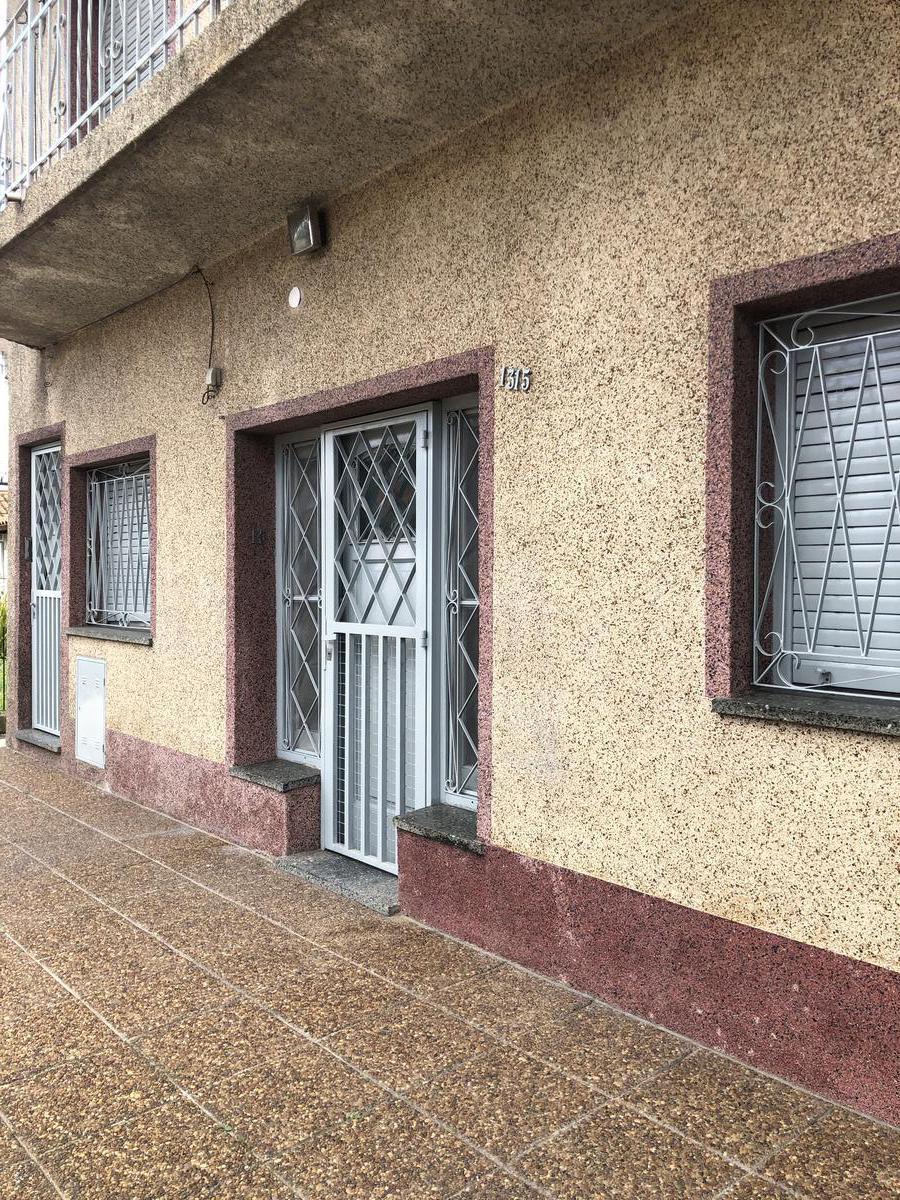Foto PH en Alquiler en  Bernal,  Quilmes  Boedo 1315 entre Fleming y Av. Calchaqui