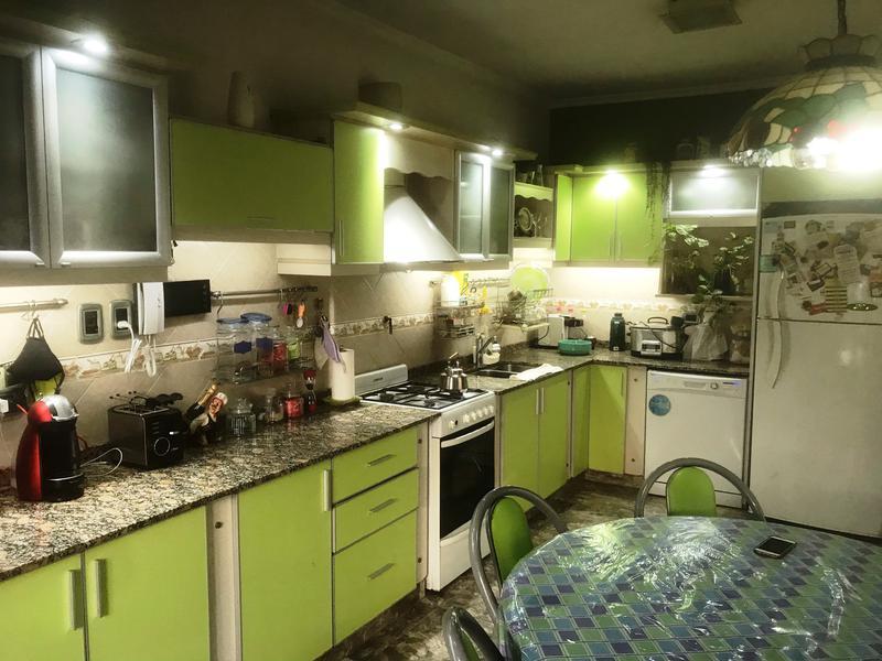 Foto Casa en Venta en  Lomas de Zamora Oeste,  Lomas De Zamora  12 de Octubre 913
