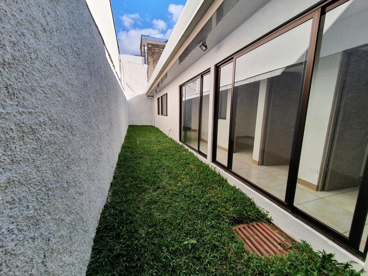 Foto Departamento en Renta en  Mata Redonda,  San José  Amplio jardín / Iluminado / Nunciatura
