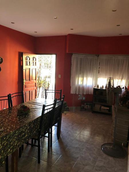 Foto Casa en Venta | Alquiler en  El Jaguel,  Esteban Echeverria  Barbarena al 1200