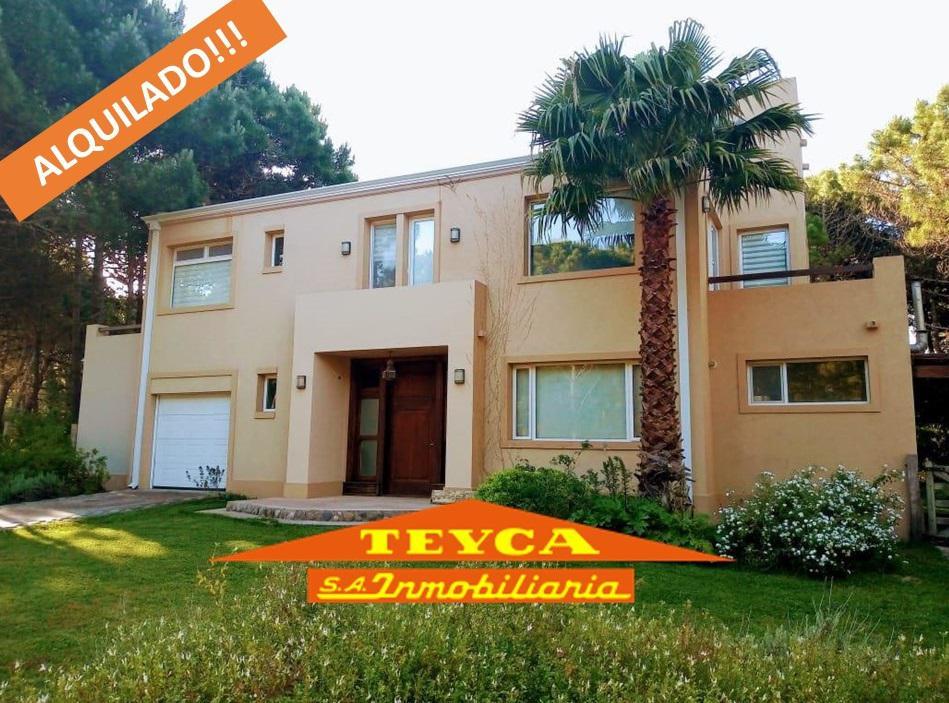 Foto Casa en Alquiler temporario en  Pinamar ,  Costa Atlantica  Penelope 4190  E/ AV. OLIMPO Y ETONEO