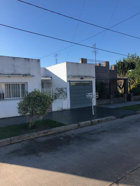 Foto Casa en Alquiler en  Luis Guillon,  Esteban Echeverria  Teniente Ruiz al 1600