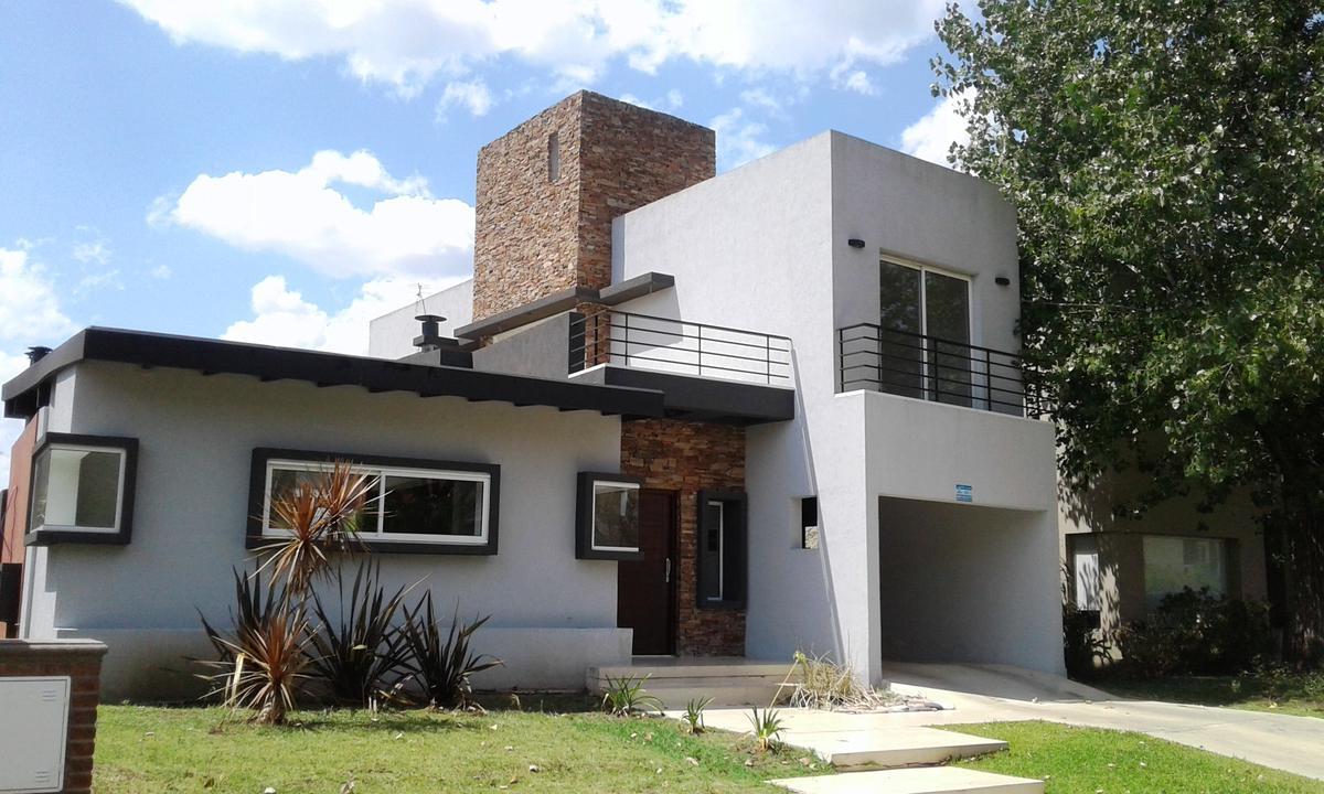Foto Casa en Venta en Atahualpa entre ESTADOS UNIDOS y , Moreno | Countries/B.Cerrado | Haras Maria Victoria