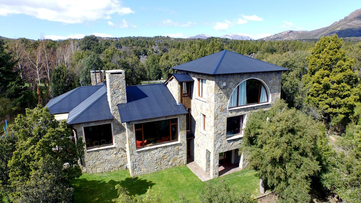 Foto Casa en Venta | Alquiler temporario |  en  Arelauquen,  Bariloche  Arelauquen L2 12