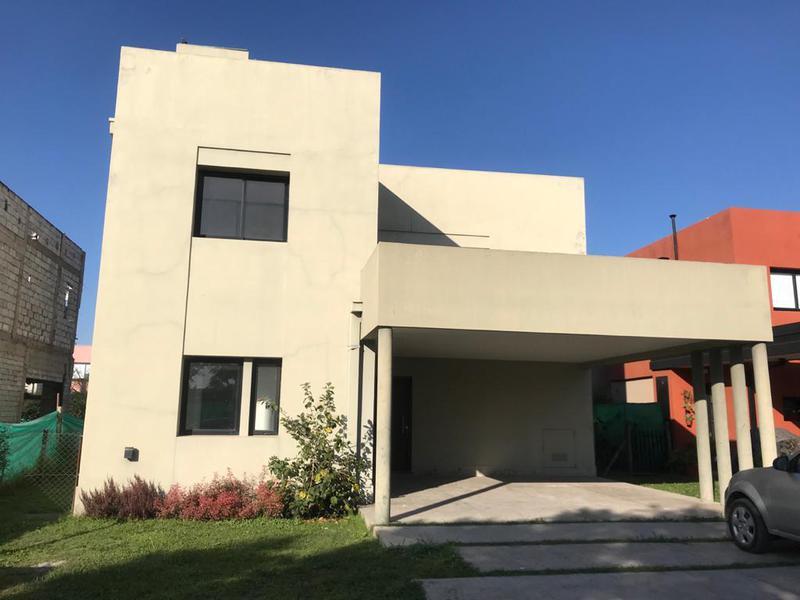 Foto Casa en Alquiler en  Yerba Buena ,  Tucumán  B° El divisadero