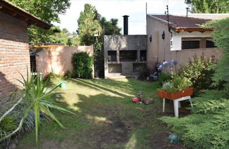 Foto Casa en Venta en  Castelar Norte,  Castelar  Gobernador Garcia al 1400