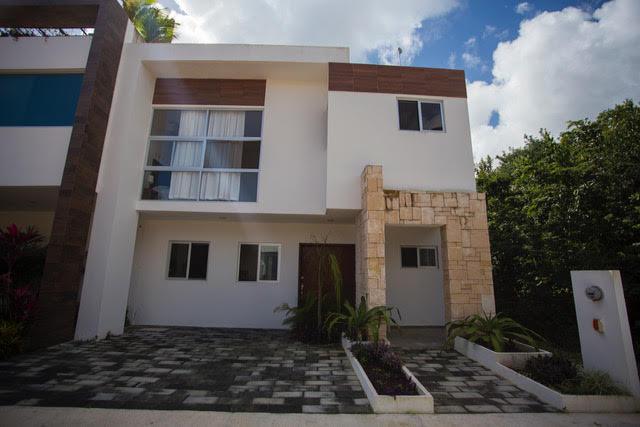 Foto Casa en Venta en  Ciudad de Cancún,  Cancún  CASA EN VENTA EN RESIDENCIAL ARBOLADA