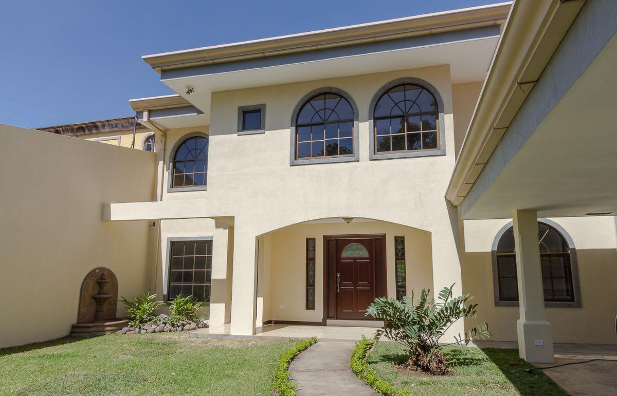 Foto Casa en Renta | Venta en  San Rafael,  Escazu  Casa Independiente en Los Laureles-Escazú-4 Habitaciones / Impecable / Amplia