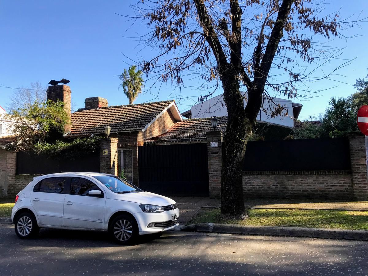 Foto Casa en Venta en  Boul.-B.Malvinas,  Boulogne  Gardel al 1500