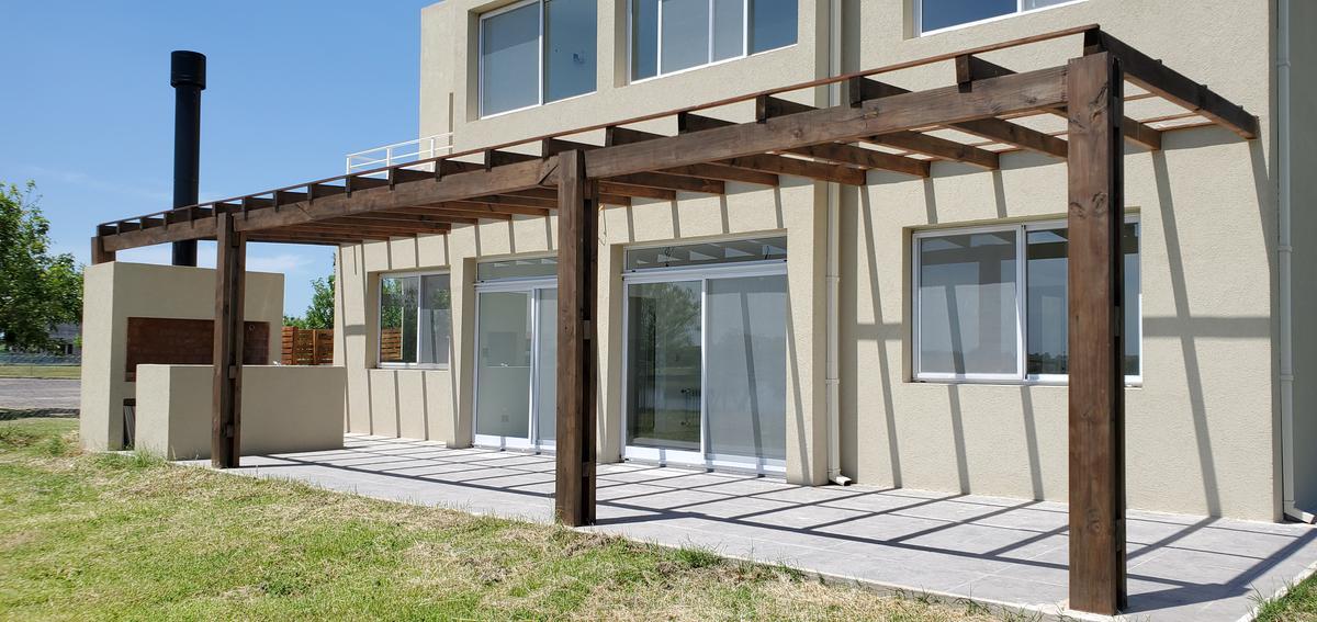 Foto Casa en Venta en  Belen De Escobar,  Escobar  Casa 6 ambientes  a la Laguna en Canton Puertos