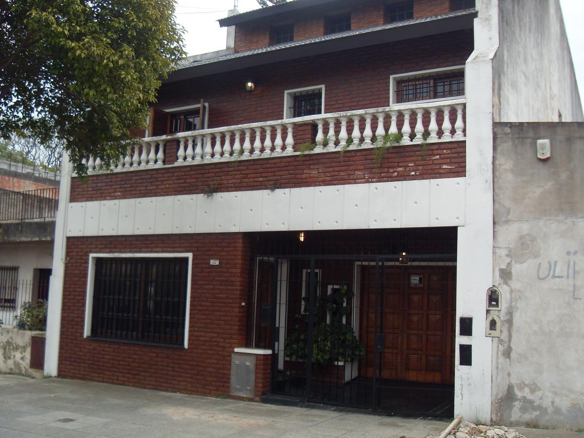 Foto Casa en Venta en  Villa Lugano ,  Capital Federal  Battle y Ordoñez 6.841 entre Saladillo y José L. Suarez