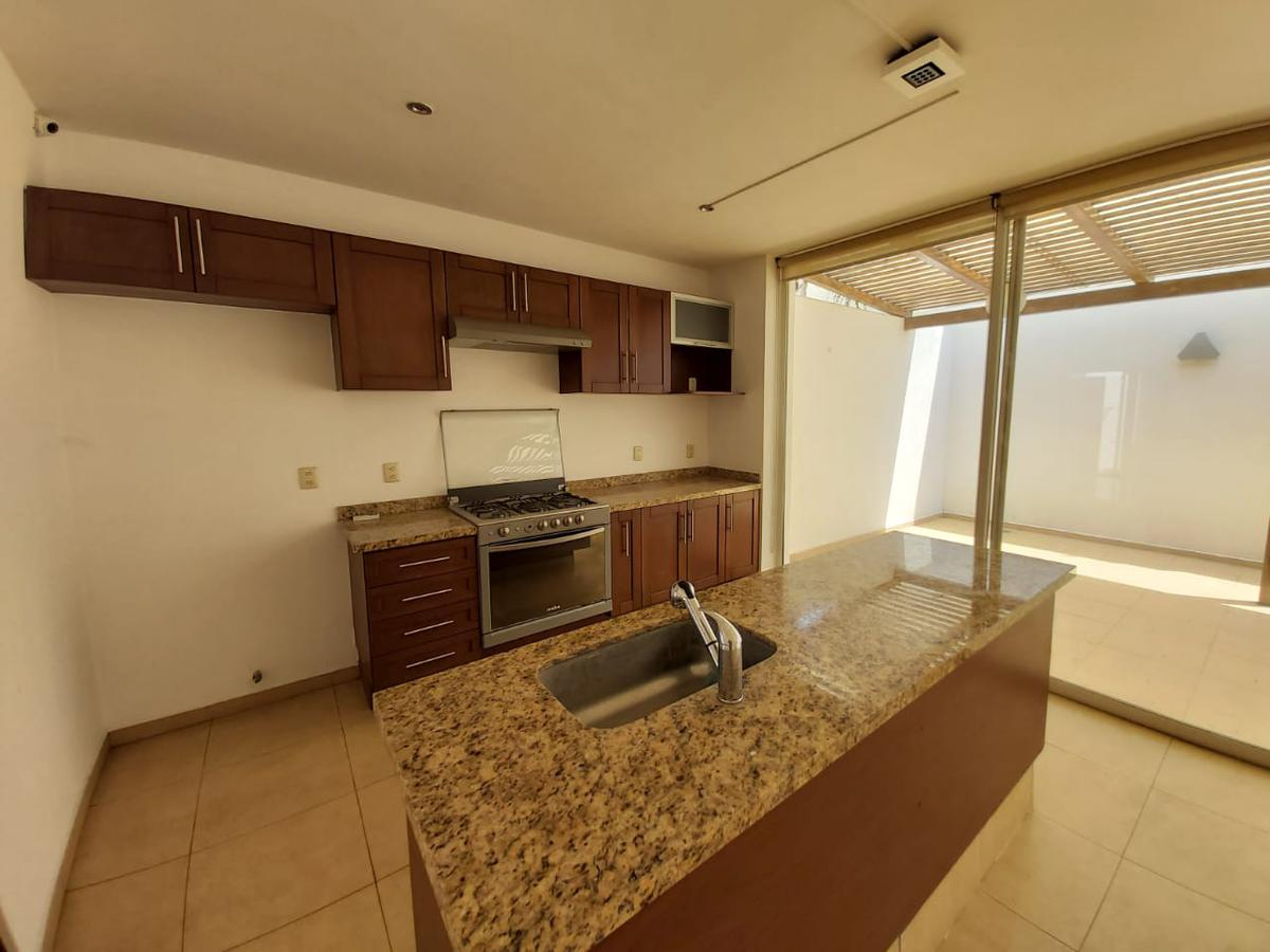 Foto Casa en Renta en  Zapopan ,  Jalisco  Hermosa y amplia residencia 5 recámaras, una en planta baja en Virreyes