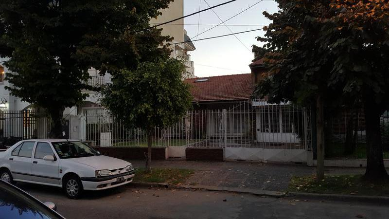 Foto Terreno en Venta en  Adrogue,  Almirante Brown  PELLERANO 792, Entre Nother y Spiro
